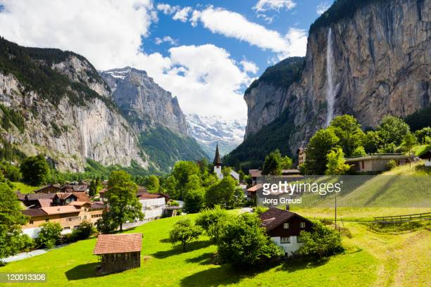 lauterbrunnen and staubbach falls - falling water stock photos and pictures