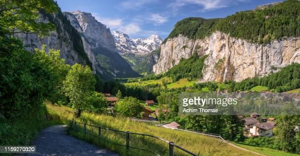 lauterbrunnen valley, berner oberland, switzerland, europe - lauterbrunnen - fotografias e filmes do acervo