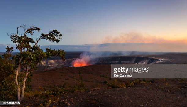 lava activity in halema'uma'u crater, kilauea, hawaii in volcanoes national park - kīlauea volcano stock photos and pictures