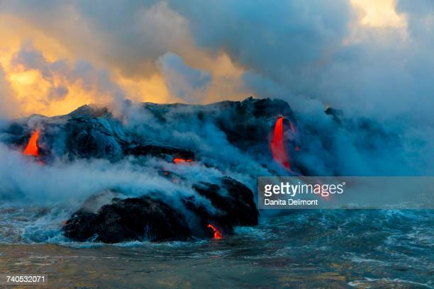 lava boat tour, kilauea volcano, hawaii volcanoes national park, island of hawaii, hawaii, usa - ハワイ火山国立公園 ストックフォトと画像