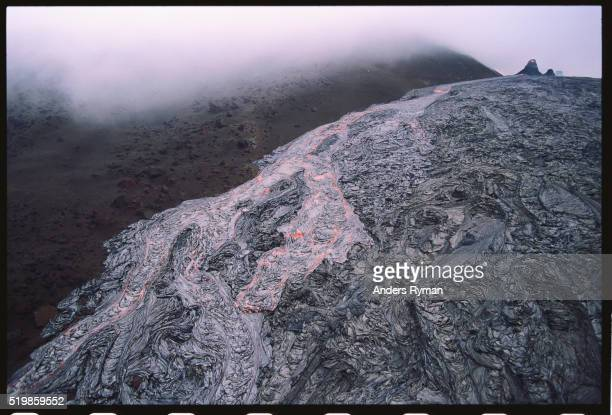 lava flowing from kilauea volcano - pu'u o'o vent stock pictures, royalty-free photos & images
