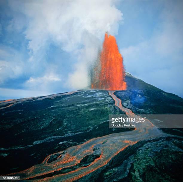 lava fountain in pu'u o'o vent on kilauea volcano - ハワイ火山国立公園 ストックフォトと画像