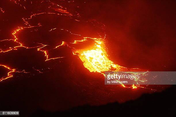 lava lake overflow - pu'u o'o vent stock pictures, royalty-free photos & images