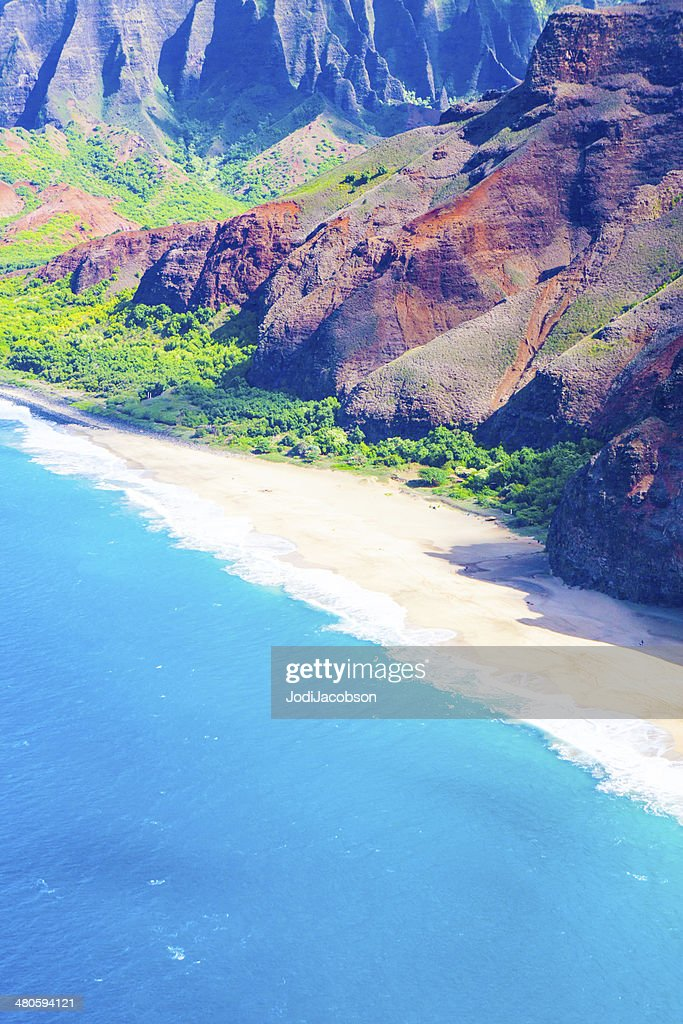 Lava rock formation on the shore in Kauai, Hawaii : Stock Photo