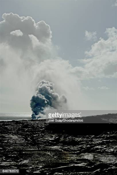 lava steam plume - ハワイ火山国立公園 ストックフォトと画像