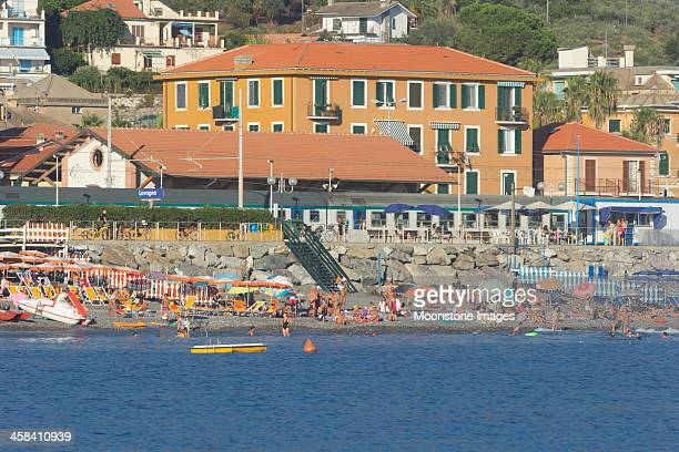 lavagna sulla riviera di levante, italia - liguria foto e immagini stock