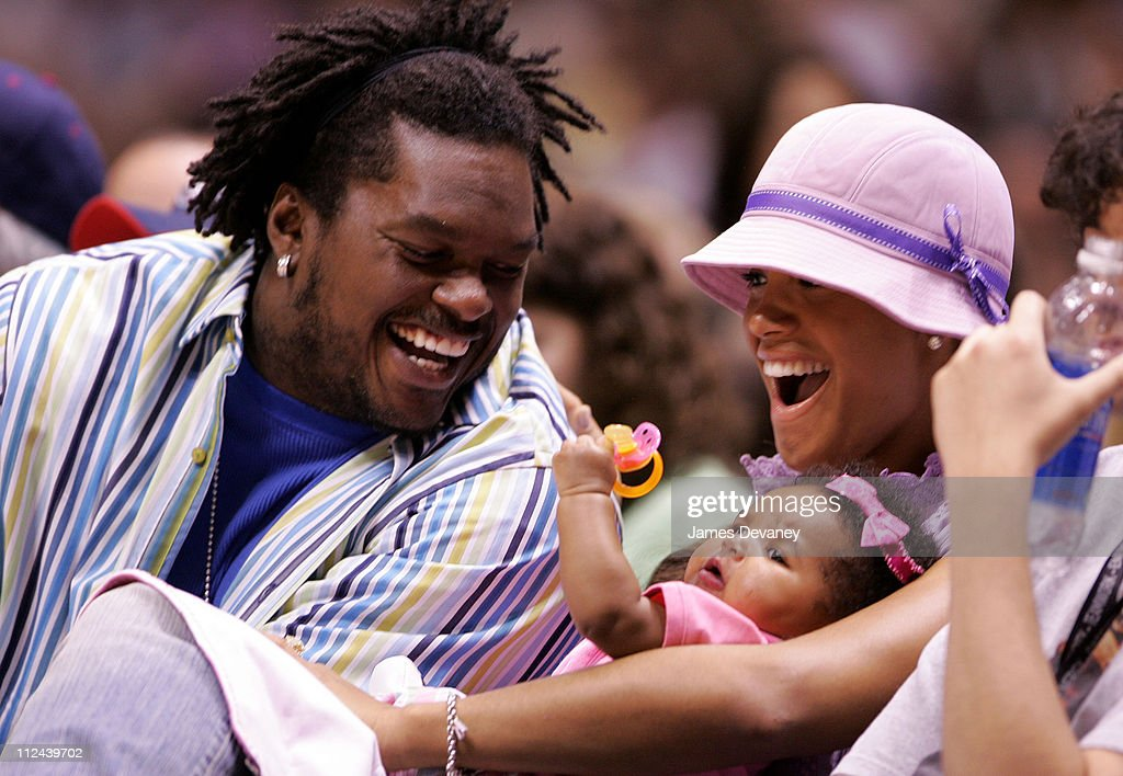 Celebrities Attend Miami Heat vs New Jersey Nets Playoff Game - May 14, 2006 : News Photo