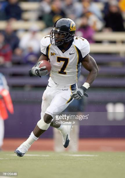 Lavelle Hawkins of the California Golden Bears carries the ball during the game against the Washington Huskies at Husky Stadium November 17, 2007 in...