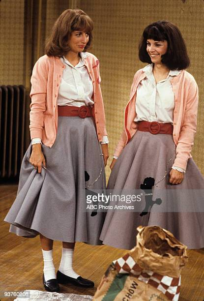 LAVERNE SHIRLEY Laverne and Shirley Move In 11/28/78 Penny Marshall Cindy Williams