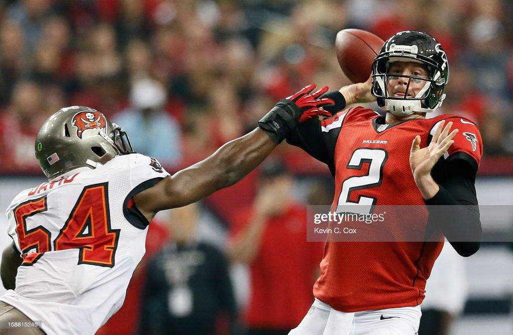 Lavonte David #54 of the Tampa Bay Buccaneers pressures Matt Ryan #2 of the Atlanta Falcons at Georgia Dome on December 30, 2012 in Atlanta, Georgia.