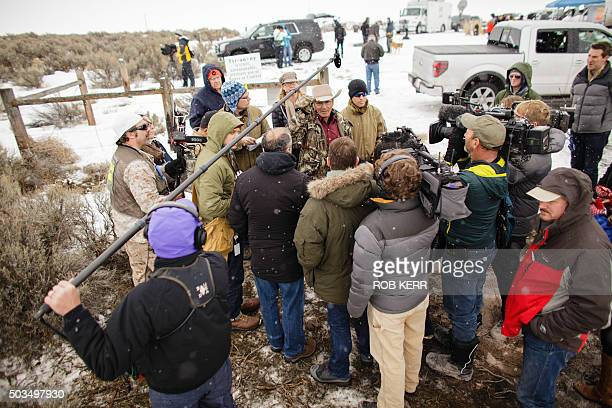 LaVoy Finicum speaks to repoerters January 7 2016at the occupied Malheur National Wildlife Refuge Headquarters in Burns Oregon / AFP / ROB KERR