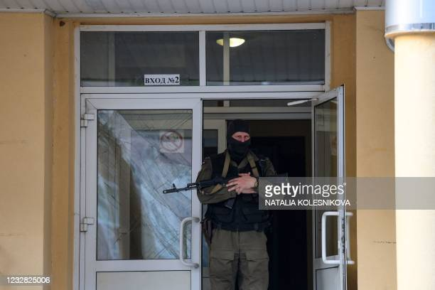 Law enforcement officer stands guard outside School No. 175 after a shooting in Kazan on May 11, 2021. - At least nine people, most of them children,...
