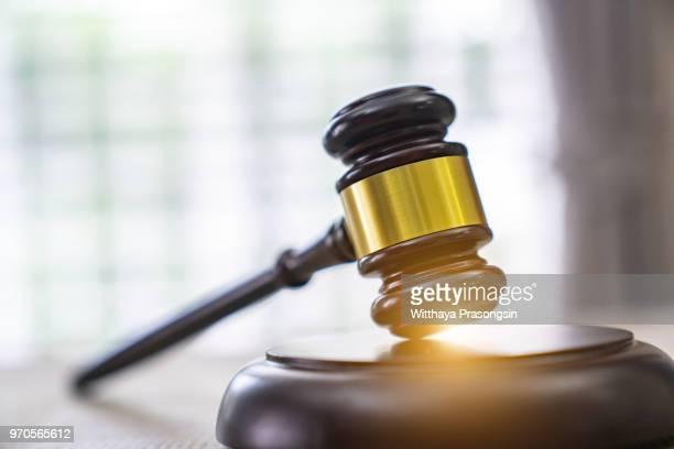 law. - justicia fotografías e imágenes de stock