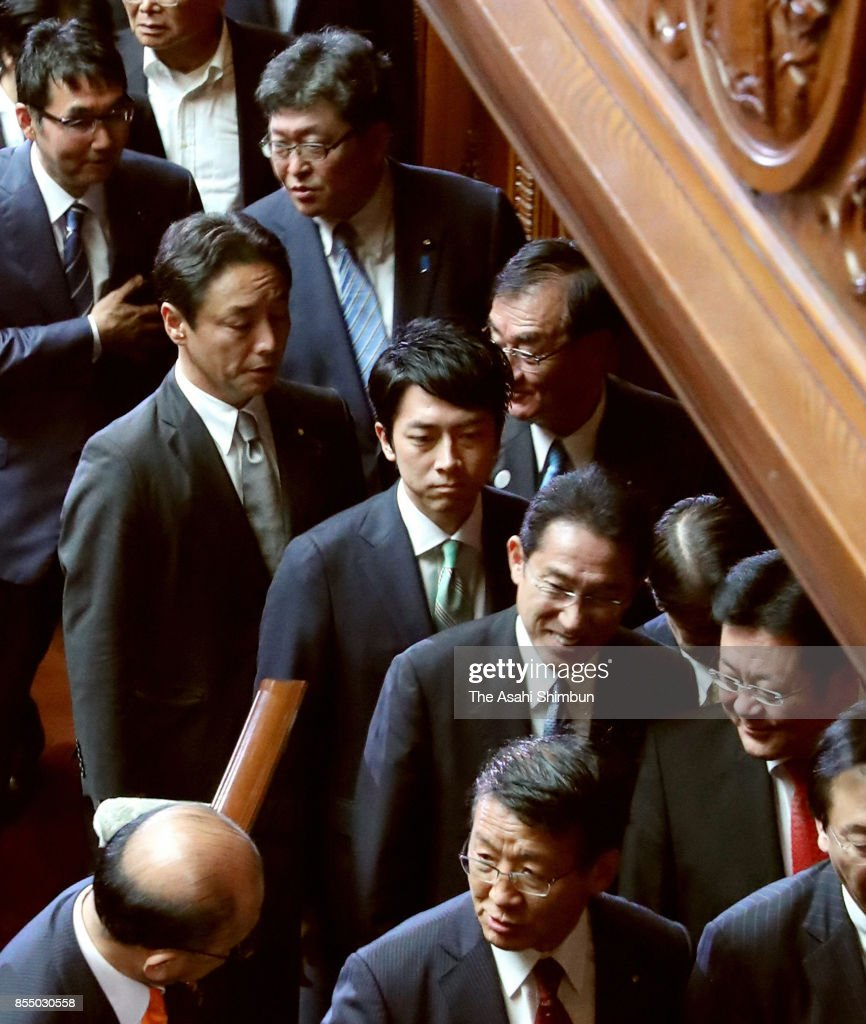 PM Abe Dissolves Lower House