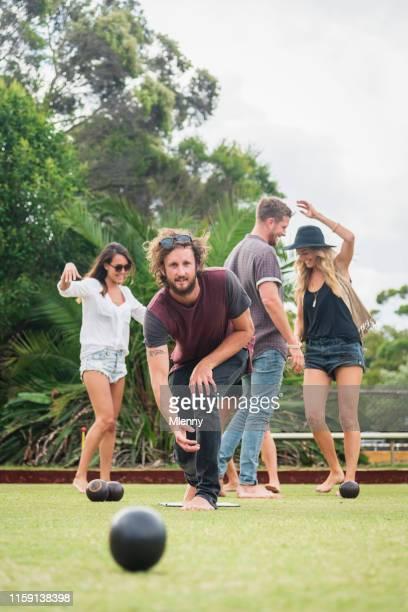 bowling do gramado com os amigos no verão austrália de sydney - sports team event - fotografias e filmes do acervo