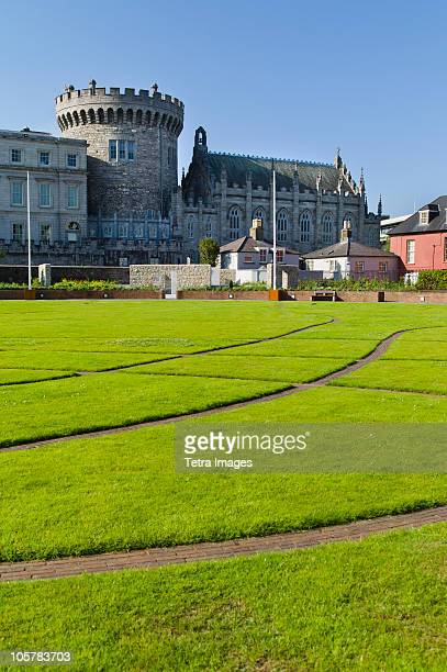 lawn in front of dublin castle - dublin castle dublin stock pictures, royalty-free photos & images
