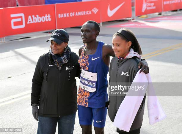 Lawrence Cherono of Kenya poses with Chicago mayor Lori Lightfoot after winning the 2019 Bank of America Chicago Marathon on October 13, 2019 in...
