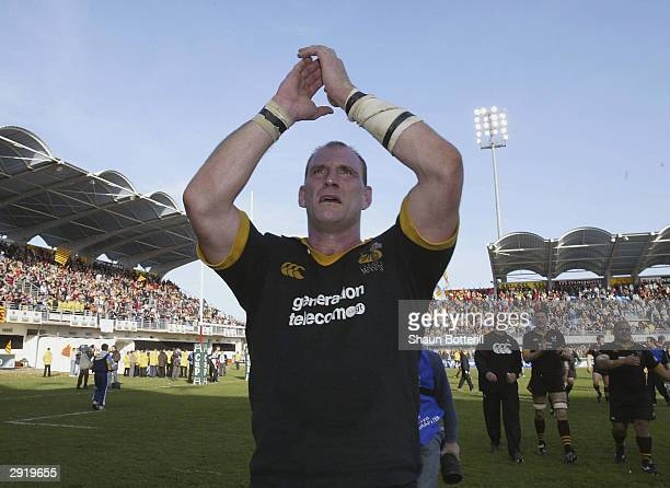 Lawrence Dallaglio of Wasps applauds the crowd after their victory in the Heineken Cup match between Perpignan and Wasps at the Aime Giral Stadium on...
