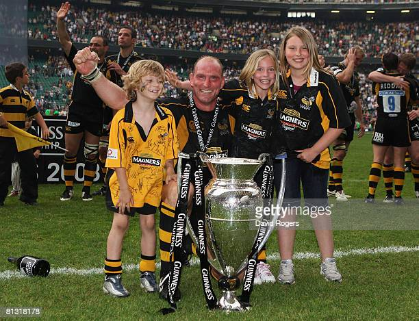 Lawrence Dallaglio of Wasps celebrates victory with his son Enzo and daughters Josie and Ella after the Guinness Premiership Final match between...
