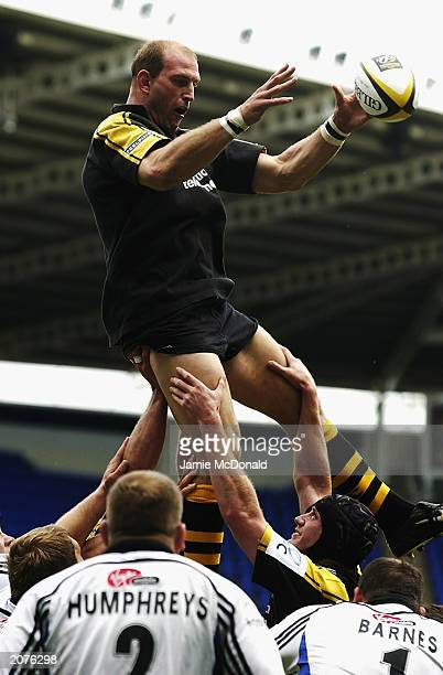 Lawrence Dallaglio of Wasps wins a lineout ball during the Parker Pen Challenge Cup Final match between Bath and Wasps on May 25, 2003 at Madejski...