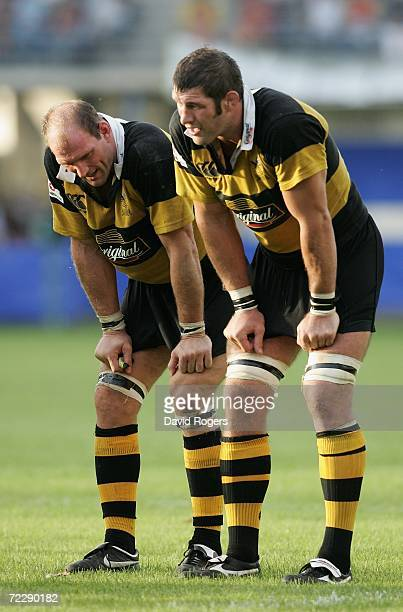 Lawrence Dallaglio the Wasps captain looks dejected with Simon Shaw during the Heineken Cup match between Perpignan and London Wasps at Stade Aime...