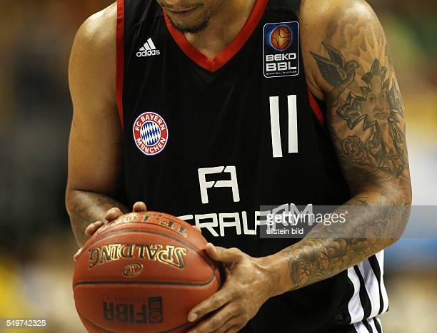 Lawrence Roberts Einzelbild Aktion Feature Tätowierung Flyeralarm FC Bayern Muenchen München Sport Basketball Beko BBL Bundesliga O2World Berlin...