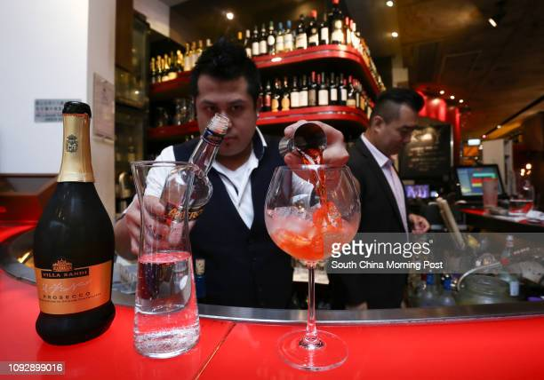Lawrence Sampaga Divino Bar Supervisor mixing an Aperol Spritz at DiVino in Central 26APR17 Photo Jonathan Wong