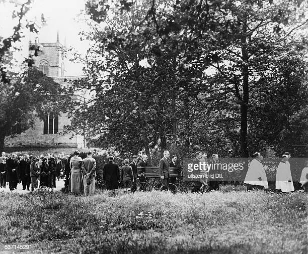 Lawrence Thomas Edward Archaeologist Writer Secret Agent fame as Lawrence of Arabia the funeral of TELawrence in Moreton/Dorset Published in...
