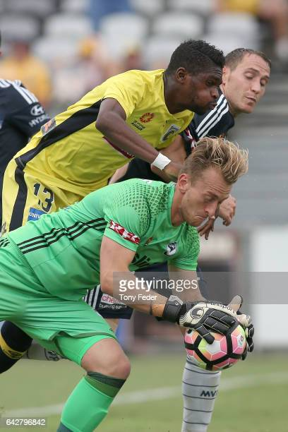 Lawrence Thomas of the Victory contests the ball with Kwabena Appia-Kubi of the Mariners during the round 22 A-League match between the Central Coast...