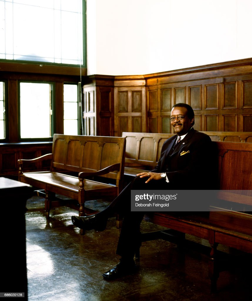 Johnnie Cochran Portrait Session : News Photo