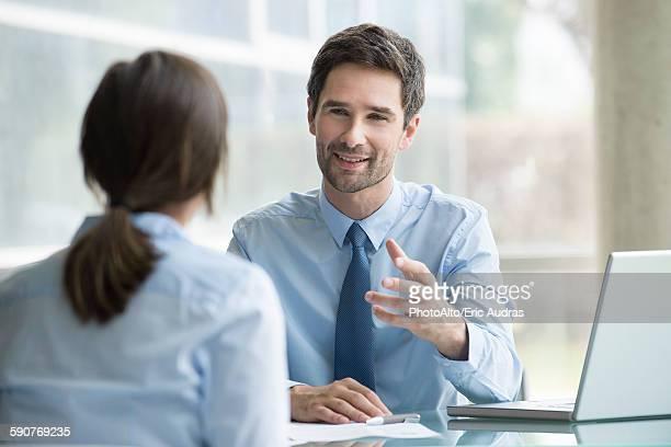 lawyer meeting with client - klanten georiënteerd stockfoto's en -beelden