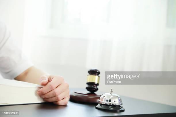 lawyer sitting at desk - difensore foto e immagini stock