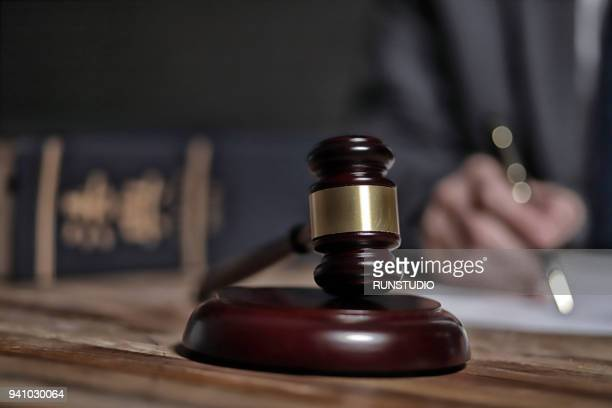 lawyer writing documents - justice photos et images de collection
