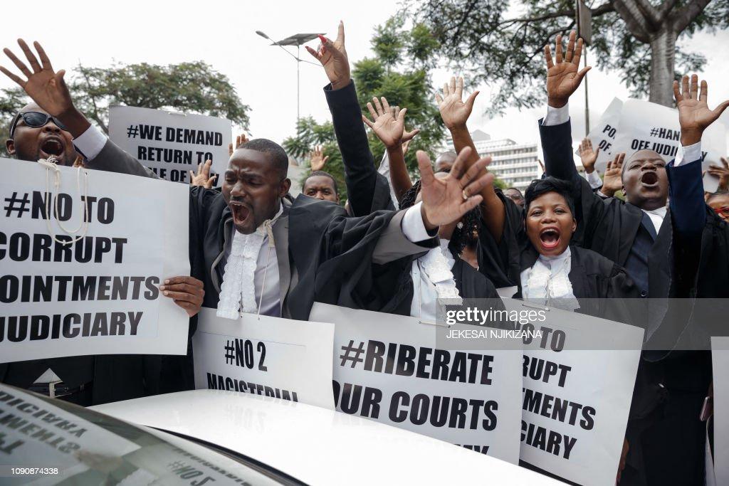 TOPSHOT-ZIMBABWE-JUSTICE-DEMO : News Photo
