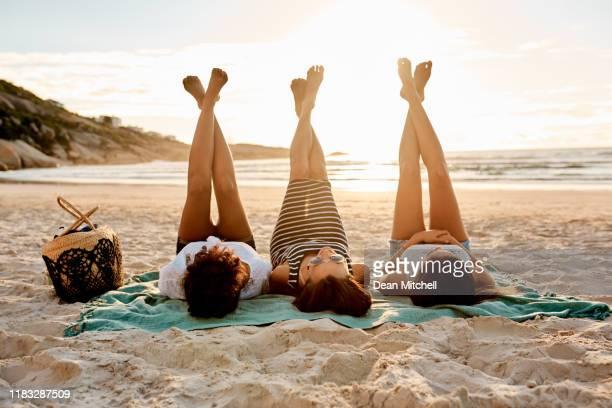 lay back and let summer do it's thing - amizade feminina imagens e fotografias de stock