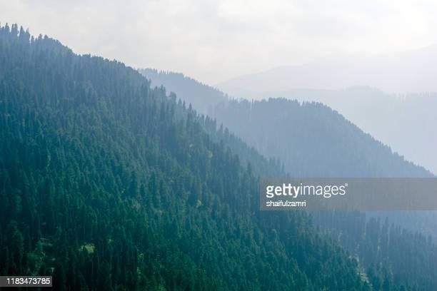 layered of mountains over gulmarg, kashmir, india. - shaifulzamri stock-fotos und bilder