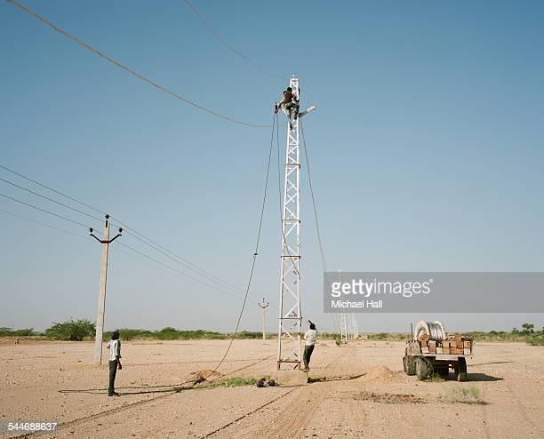 laying electricity - 発展途上国 ストックフォトと画像