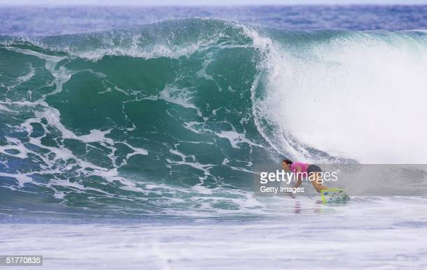 Layne Beachley continues her hopes of winning the world championship title when she advanced to the finals of the Roxy Pro Haleiwa in Haleiwa Hawaii