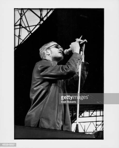 Layne Staley of Alice in Chains on stage 1993