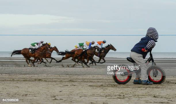 Laytown Ireland 5 September 2017 Matthew Gallager age 2 from Bettystown Co Meath follows the runners and riders as Monteverdi with Kate Harrington up...