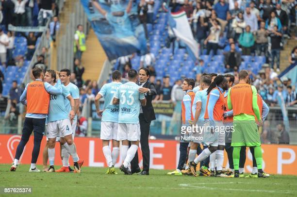 SS Lazio head coach Simone Inzaghi celebrates with his players after the Serie A match between SS Lazio and US Sassuolo at Stadio Olimpico on October...