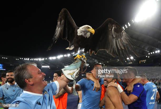 Lazio players celebrate their team's victory following the Serie A match between SS Lazio and AS Roma at Stadio Olimpico on September 26, 2021 in...
