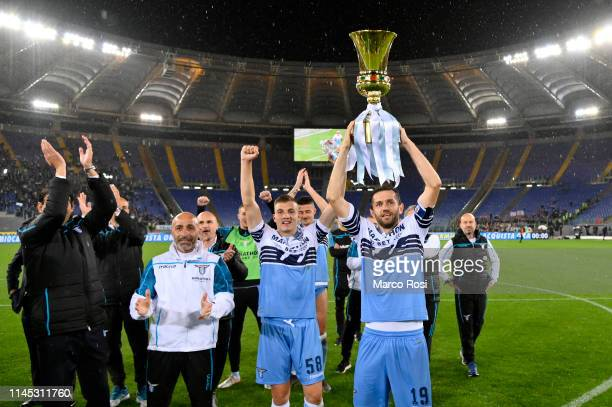 Lazio players celebrate with the TIM Cup trophy after the Serie A match between SS Lazio and Bologna FC at Stadio Olimpico on May 20, 2019 in Rome,...