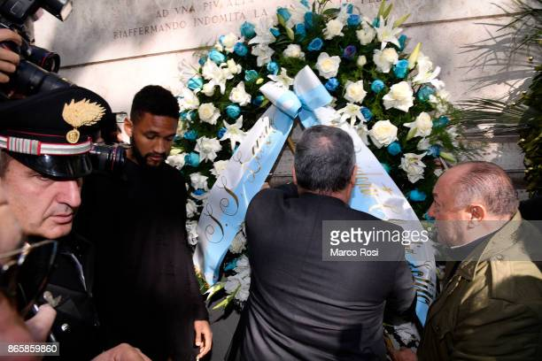 Lazio President Claudio Lotito and Fortuna Wollace of SS Lazio visits Rome's Synagogue on October 24 2017 in Rome Italy The visit comes after SS...