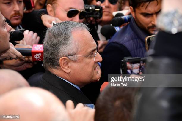 Lazio President Claudio Lotito visits Rome's Synagogue on October 24 2017 in Rome Italy The visit comes after SS Lazio fans left antiSemitic graffiti...