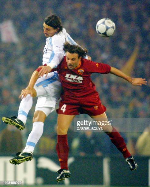 Lazio Rome's midfielder Dino Baggio fights for the ball with AS Roma's defender Cristiano Zanetti 17 December 2000 during the derby match Lazio Rome...