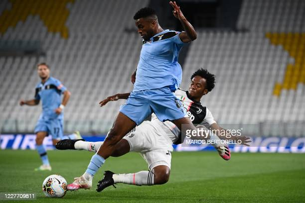 Lazio's Dutch midfielder Djavan Anderson fights for the ball with Juventus' Colombian midfielder Juan Cuadrado during the Italian Serie A football...