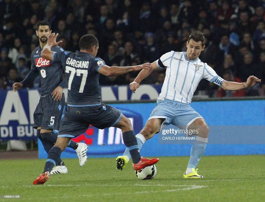 Lazio's forward from Germany Miroslav Klose fights for the ...