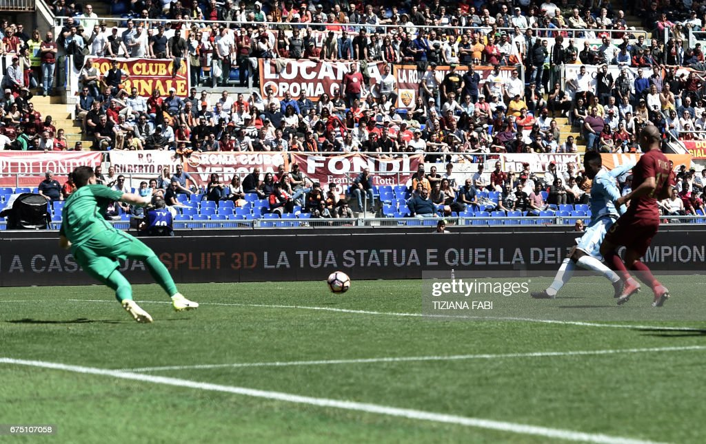 Lazio's forward from Senegal Balde Diao Keita (2ndR) scores during the Italian Serie A football match Roma vs Lazio at the Olympic Stadium in Rome on April 30, 2017. /