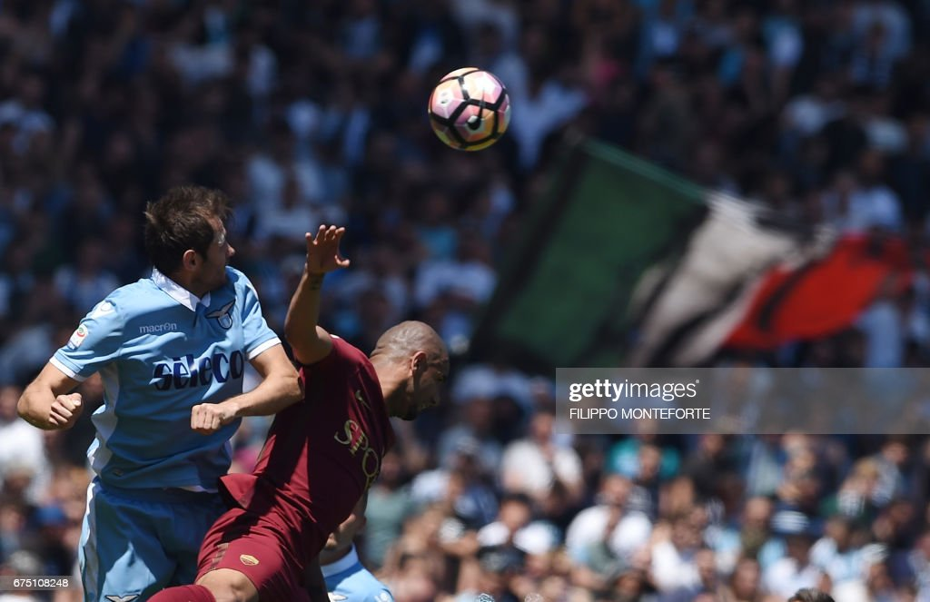 TOPSHOT - Lazio's midfielder from Bosnia-Herzegovina Senad Lulic (L) vies with Roma's defender from Brazil Bruno Peres during the Italian Serie A football match Roma vs Lazio at the Olympic Stadium in Rome on April 30, 2017. /